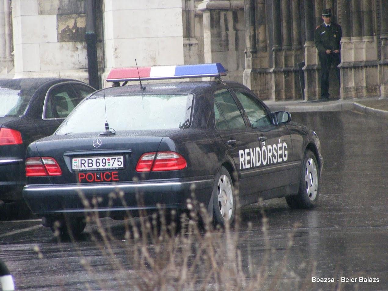 Mercedes E – fekete