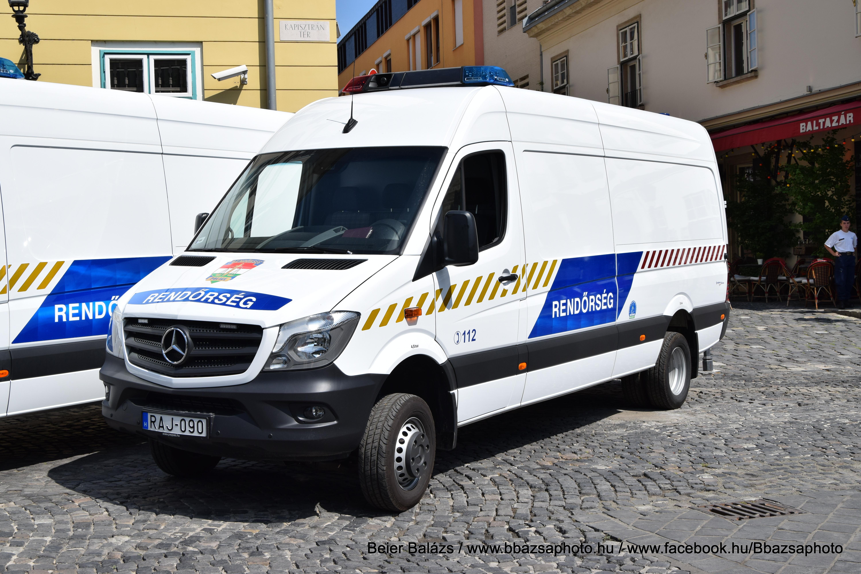 Mercedes Sprinter – teher – sima – fehér