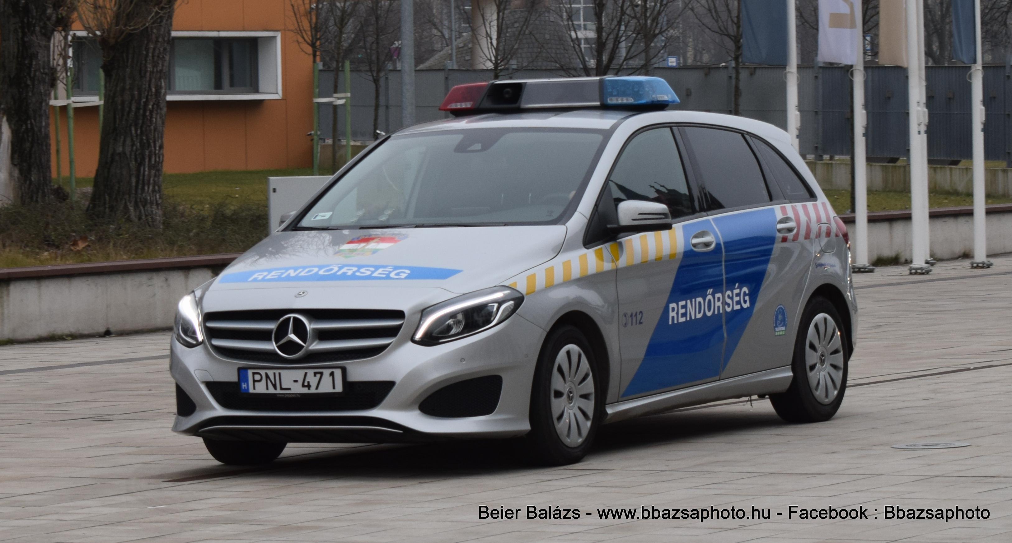 Mercedes B220 – Készenléti Rendőrség – Hella