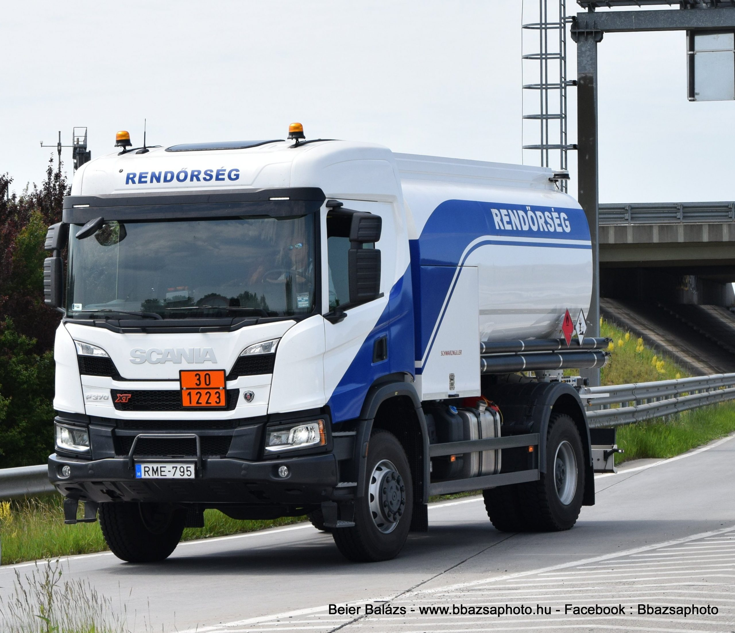 Scania P370 Schwarzmüller – Készenléti Rendőrség