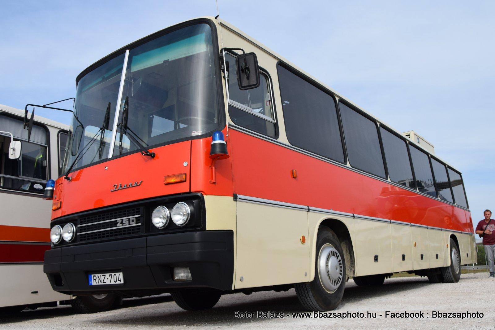 Ikarus 250.72- Göncz Árpád busz