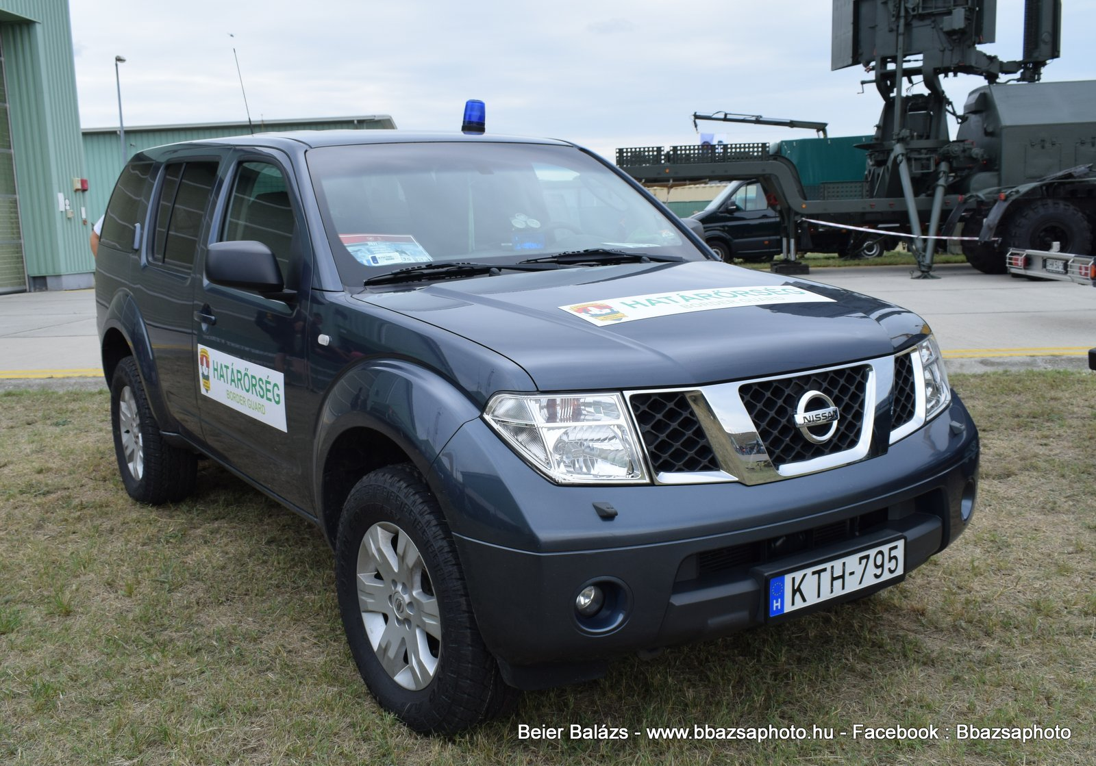 Nissan Pathfinder – Határőrség fedett